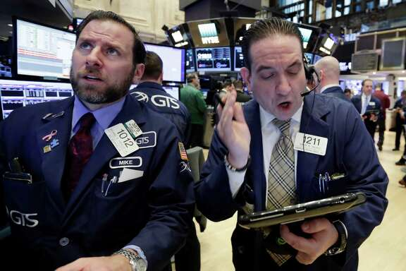 Specialist Michael Pistillo, left, and trader Tommy Kalikas work on the floor of the New York Stock Exchange, Monday, Jan. 23, 2017. Stock indexes are little changed in early trading on Wall Street as gains in materials and technology companies are offset by losses in energy stocks and retailers. (AP Photo/Richard Drew)