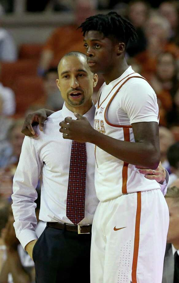Texas coach Shaka Smart talks with guard Andrew Jones uring first half action against Oklahoma on Jan. 23, 2017 at the Erwin Center in Austin. Photo: Edward A. Ornelas /San Antonio Express-News / © 2017 San Antonio Express-News