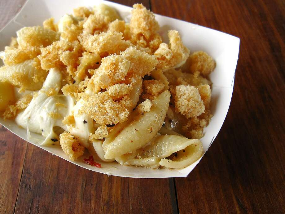 Macaroni and cheese with chicharrones and Oaxaca cheese. Photo: Mike Sutter, San Antonio Express-News