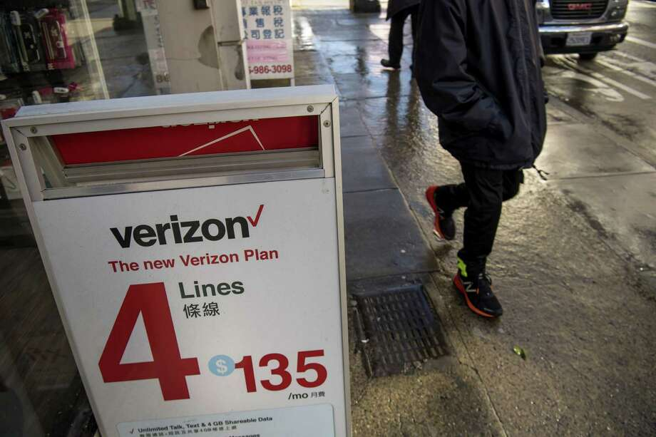Verizon sacrificed profits in the fourth quarter by cutting prices and offering giveaways such as free iPhones, but lured fewer customers than expected. The company added 591,000 subscribers, compared with 1.5 million a year earlier and the 744,056 projected by analysts. By comparison, T-Mobile US Inc. gained 1.2 million in the period. Photo: David Paul Morris /Bloomberg News / © 2017 Bloomberg Finance LP