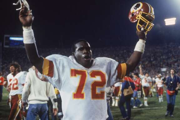 PASADENA, CA - JANUARY 30: Washington Redskins' Dexter Manley #72 gestures to the crowd during Super Bowl XVII against the Miami Dolphins at the Rose Bowl on January 30, 1983 in Pasadena, California. Giants won 39-20. (Photo by Focus on Sport/Getty Images)