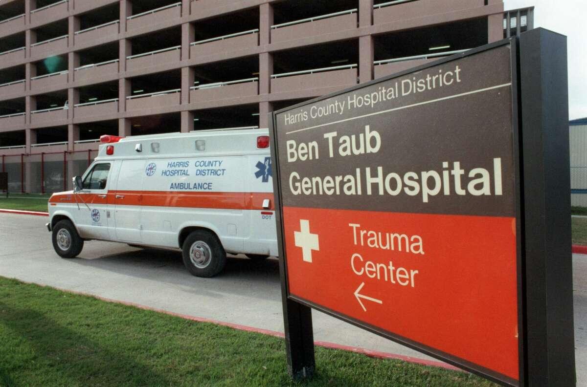 December 1987 - Ambulance pulls into the emergency entrance at Ben Taub General Hospital.