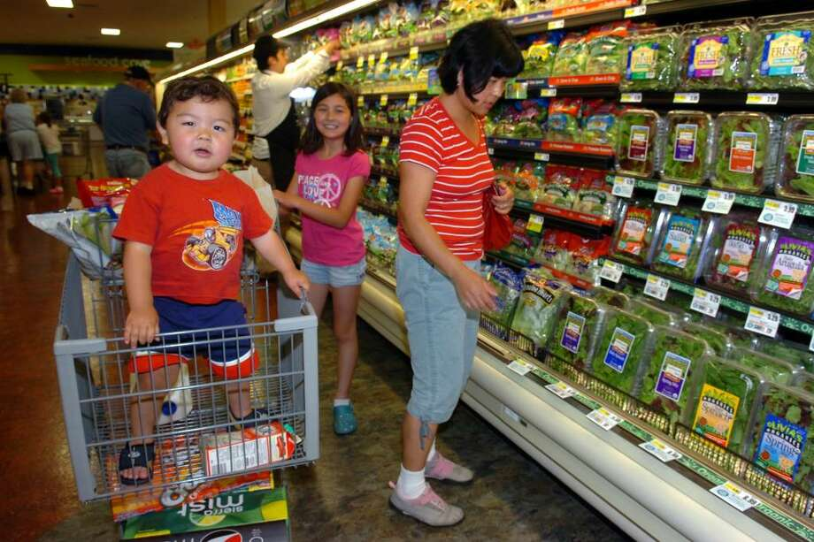 Hiroko McGettigan, of Stratford shops with her son, Eddie, and daughter, Hannah, at the new ShopRite, in Stratford, Conn. Wednesday, May 27th, 2010. Photo: Ned Gerard / Connecticut Post