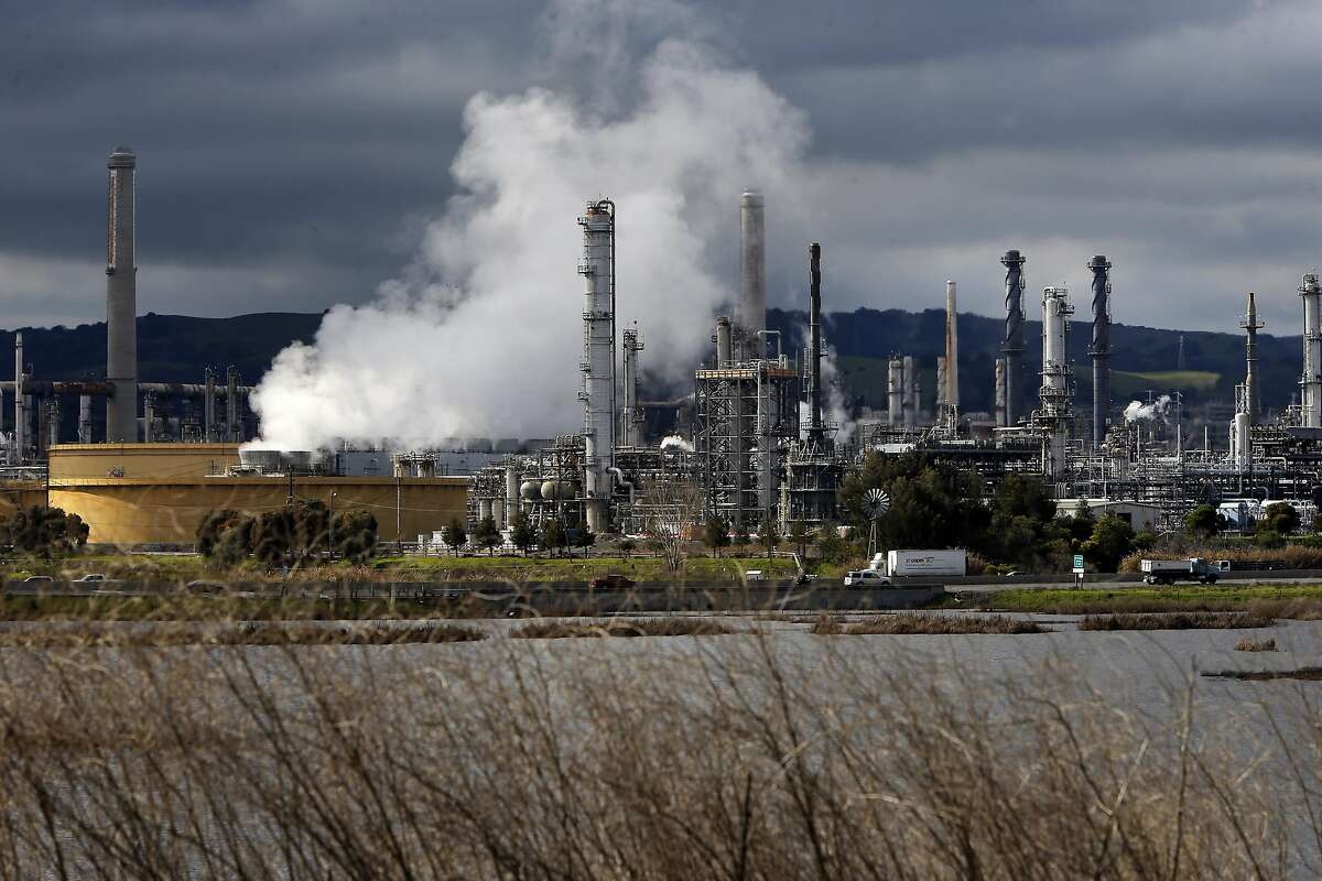 The Shell refinery in seen on Tuesday Jan. 24, 2017, in Martinez, Ca.