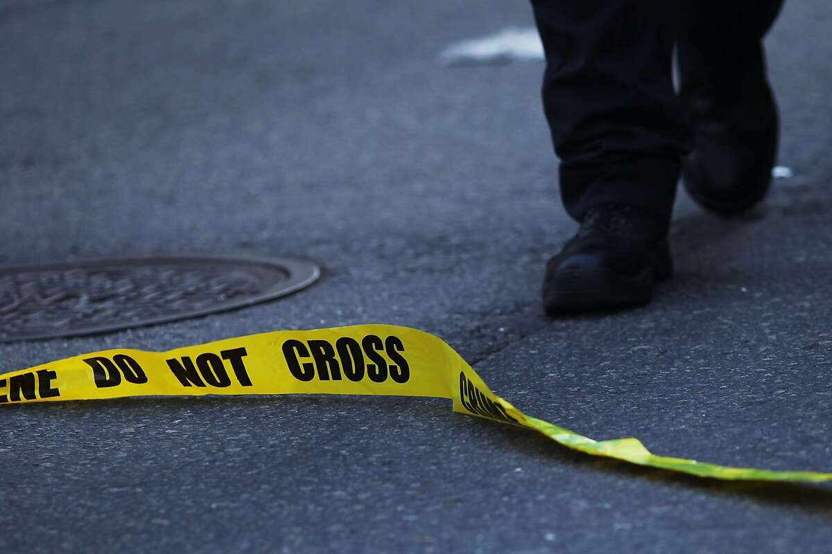 NEW YORK, NY - AUGUST 21: Police cordon off the scene in lower Manhattan where two people were shot at the Federal Immigration Court on August 21, 2015 in New York City. One man was killed and another injured in the late afternoon shooting. (Photo by Spencer Platt/Getty Images)