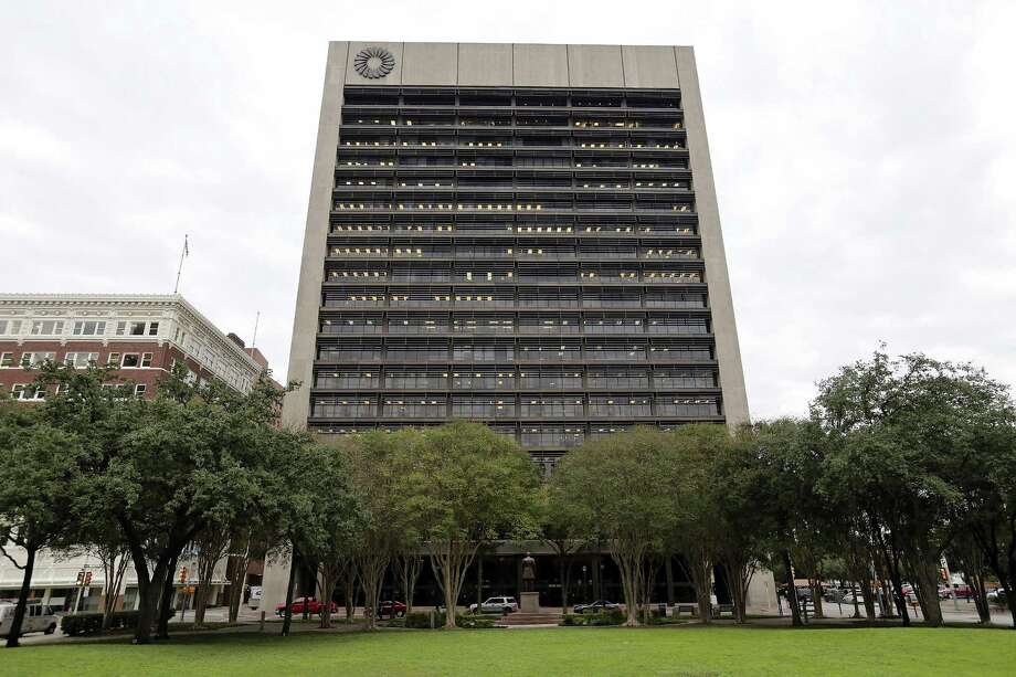 Twelve analysts polled by Bloomberg expect the parent of San Antonio's Frost Bank will earn an average of $1.32 a share in the quarter ended Sept. 30. Pictured is the Frost Bank Tower in downtown San Antonio. Photo: Edward A. Ornelas /San Antonio Express-News / © 2015 San Antonio Express-News