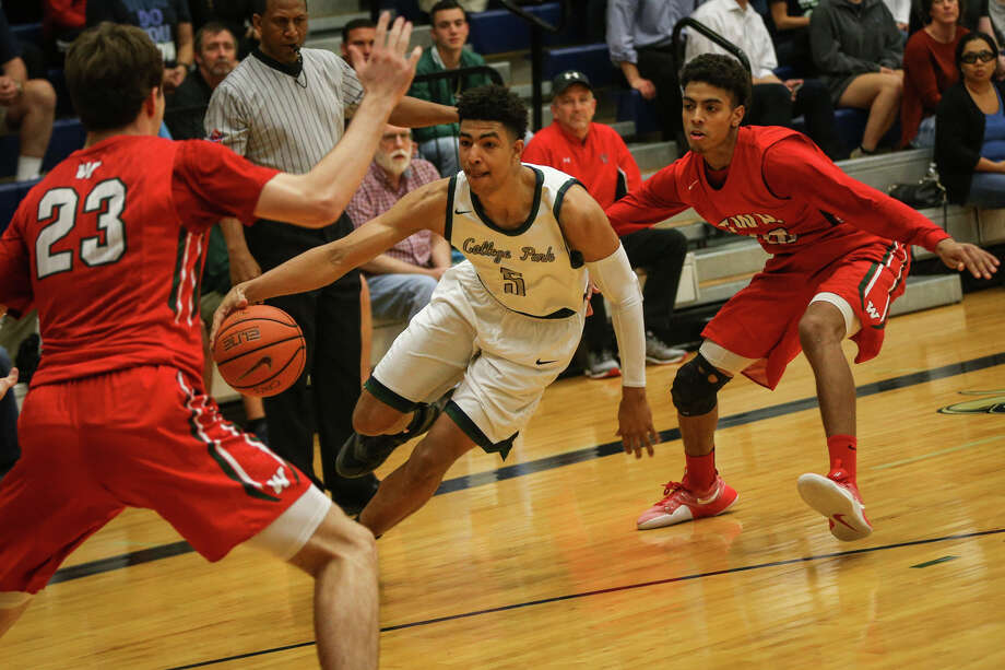 Jan. 24: The Woodlands 87, College Park 68College Park's Quentin Grimes (5) drives for the basket as The Woodlands' Sammy Williams (30) and Jack Williams (23) defend during the varsity boys basketball game on Tuesday, Jan. 24, 2017, at College Park High School. (Michael Minasi / Chronicle) Photo: Michael Minasi, Houston Chronicle / © 2017 Houston Chronicle