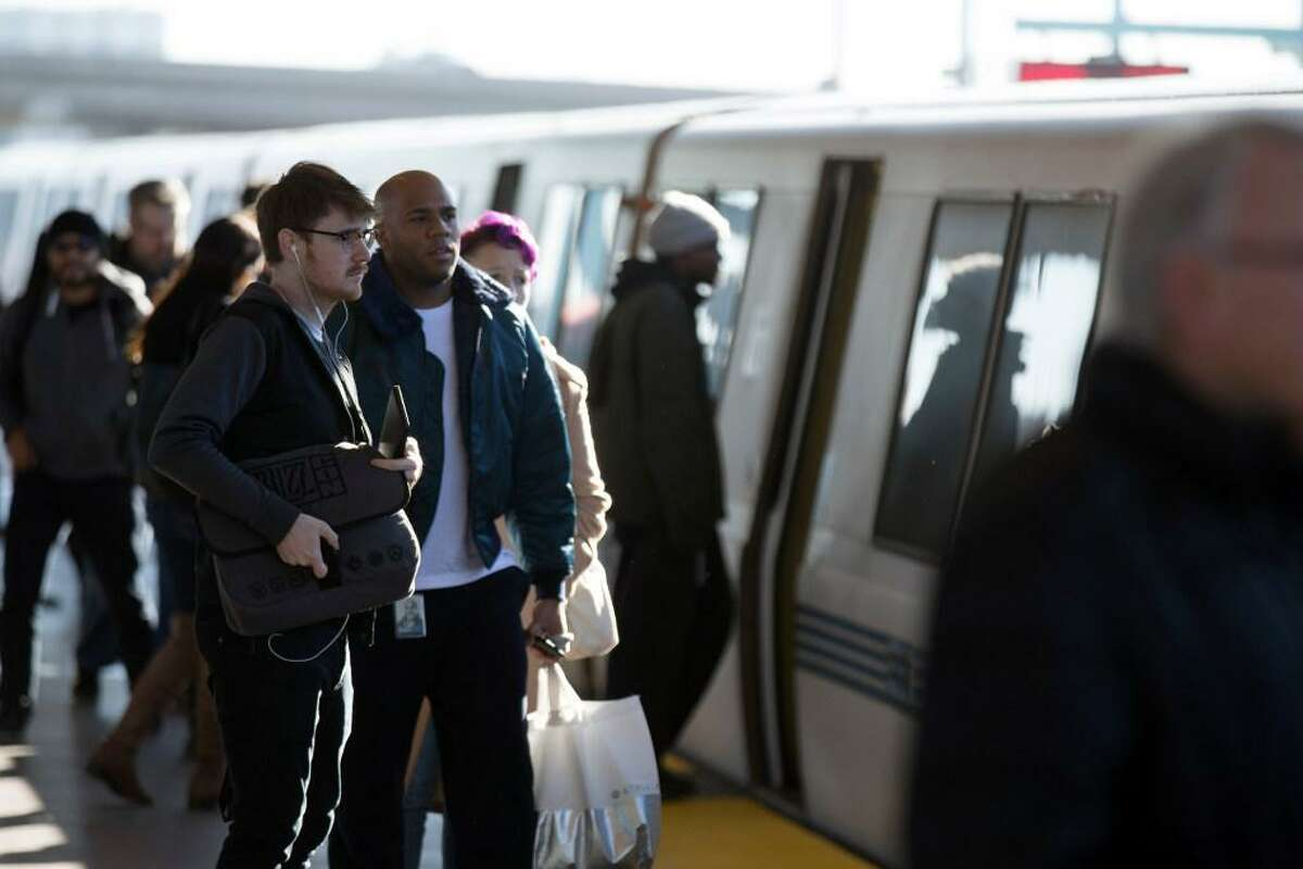Commuters wait for a BART train on Jan. 6, 2017. An equipment problem in the Transbay Tube caused major delays across the system on Wednesday morning.
