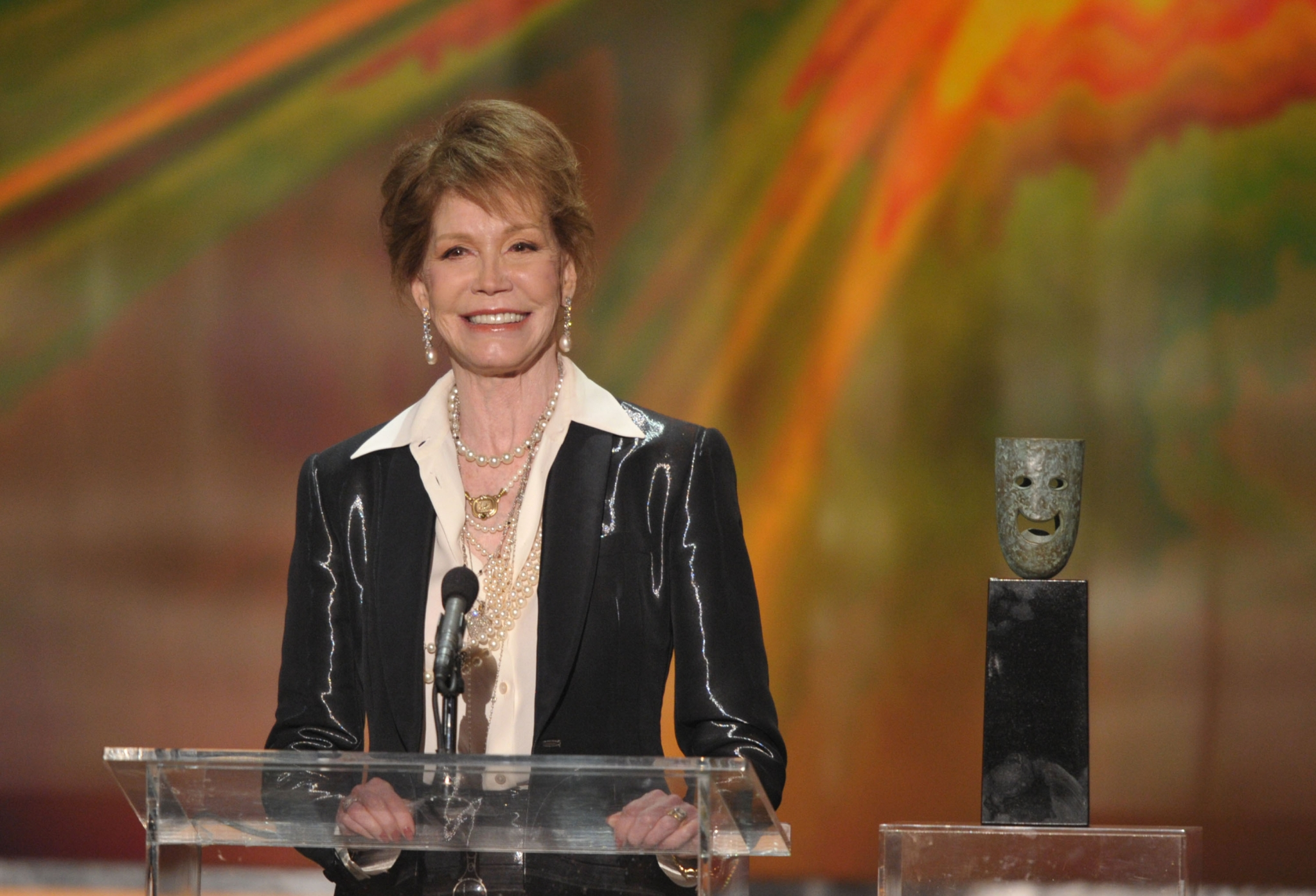 TV icon Mary Tyler Moore dead at 80