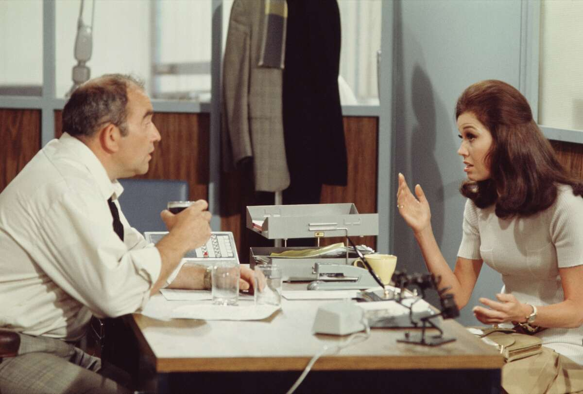 Mary Tyler Moore (as Mary Richards) and Ed Asner (as Lou Grant) in the first episode of