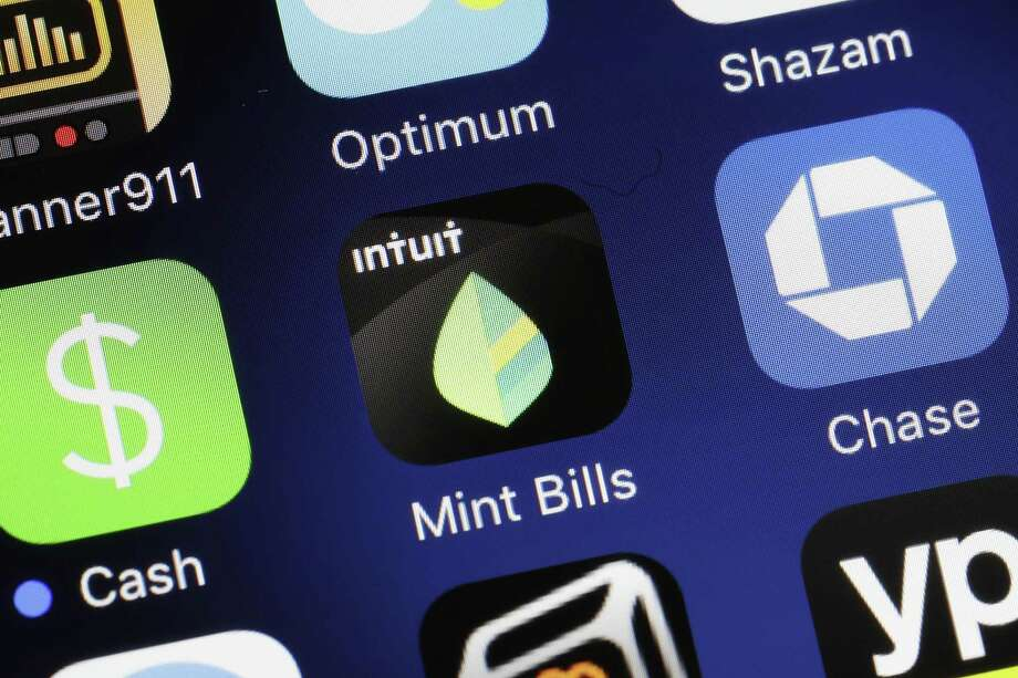 JPMorgan Chase has agreed to settle its long-standing dispute with Intuit, which owns Mint, in a blueprint that could allow other big banks to end their disputes with more financial data companies. It also will allow customers to send their data faster and more securely between the two companies. Photo: Mark Lennihan /Associated Press / Copyright 2017 The Associated Press. All rights reserved.