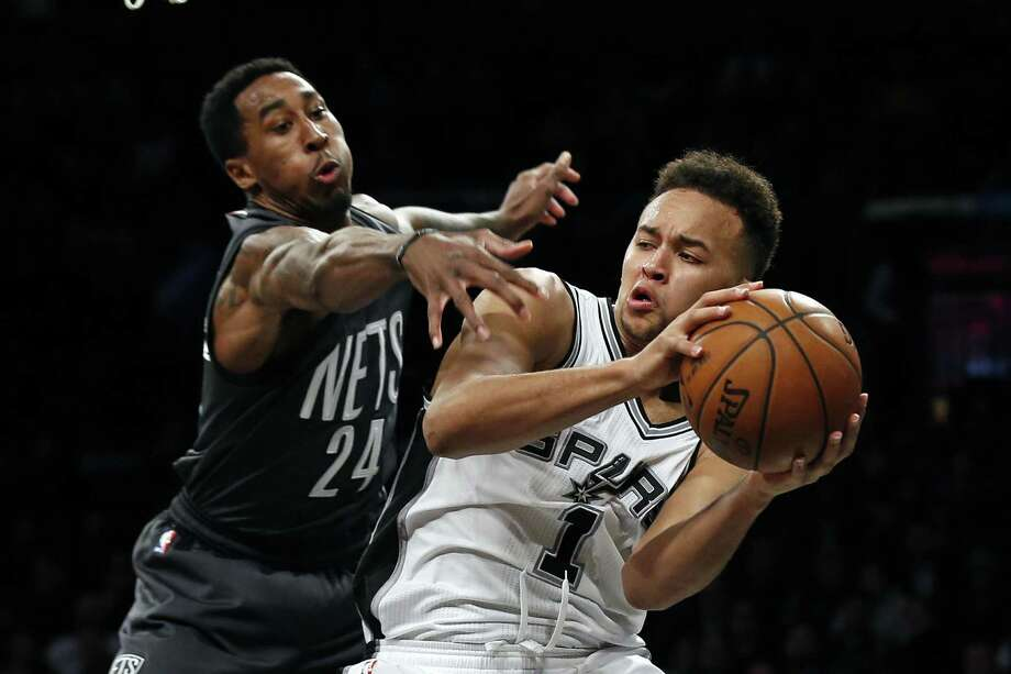 Spurs' Kyle Anderson looks to pass while being defended by the Brooklyn Nets' Rondae Hollis-Jefferson during the second half on Jan. 23, 2017, in New York. Photo: Adam Hunger /Associated Press / FR110666 AP