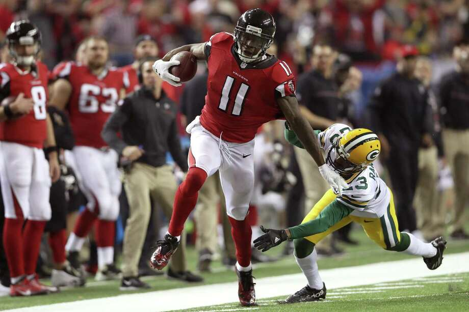 Julio Jones of the alcons runs after a catch for a 73-yard touchdown against Damarious Randall of the Green Bay Packers in the third quarter in the NFC championship game at the Georgia Dome on Jan. 22, 2017 in Atlanta. Photo: Rob Carr /Getty Images / 2017 Getty Images