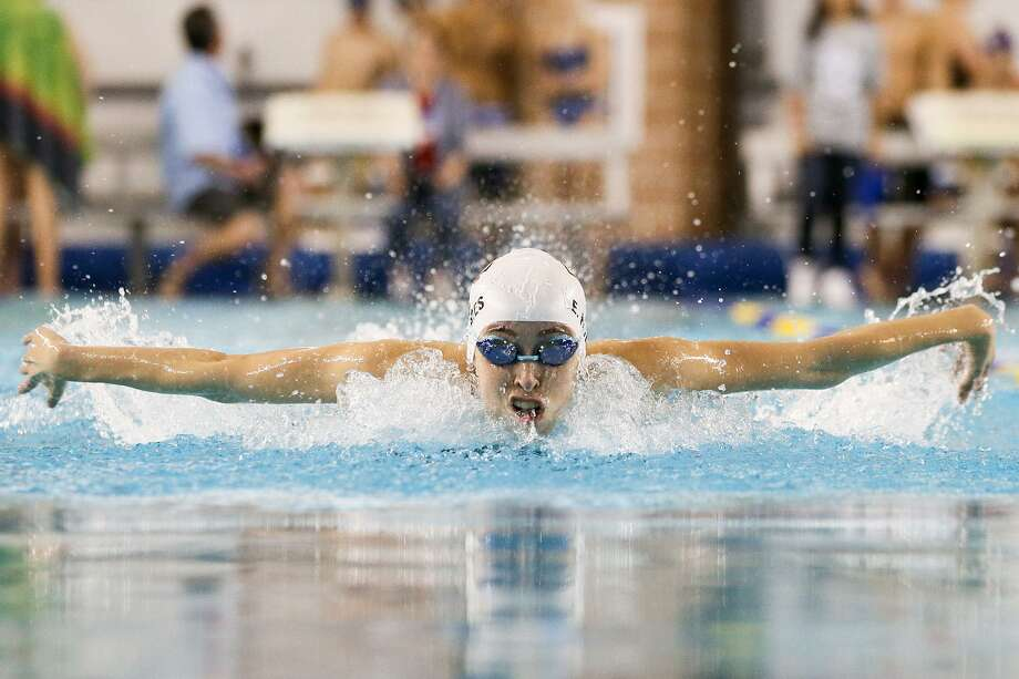 TMI's Elizabeth Holmes swims the breaststroke leg of the girls 200-yard IM during the TAPPS Central Regional Championships at Davis Natatorium on Jan. 25, 2017. Holmes took first place in Division 2 with a time of 2:11.07. Photo: Marvin Pfeiffer /San Antonio Express-News / Express-News 2017