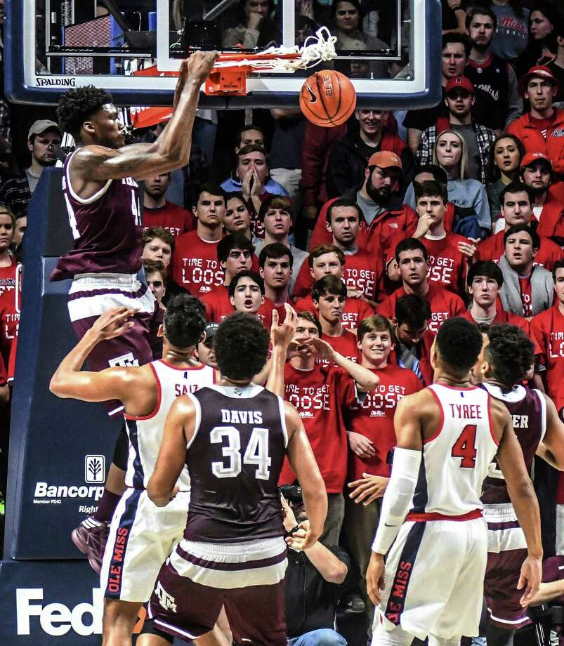 Texas A&M forward Robert Williams dunks against Mississippi during an NCAA college basketball game Wednesday, Jan. 25, 2017, in Oxford, Miss. Photo: Bruce Newman, MBO / ©Oxford Eagle