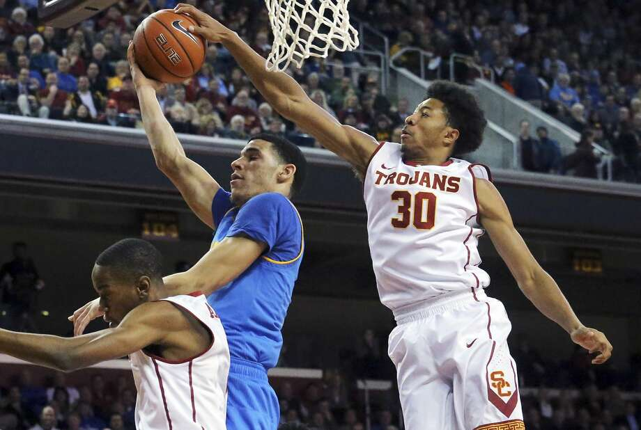 USC knocks off its 8th-ranked rival