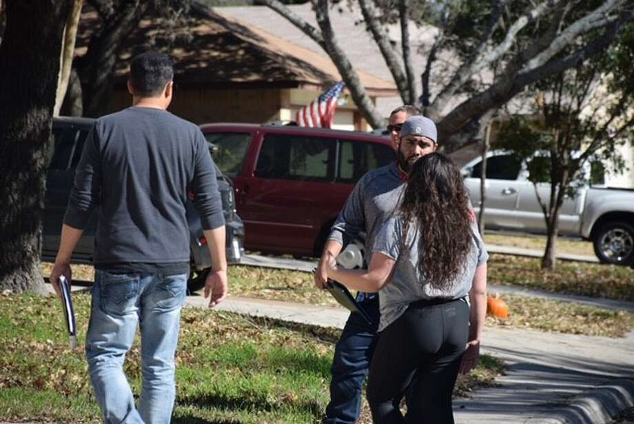San Antonio police are investigating a robbery that reportedly involved three men tying up, threatening and robbing a pregnant woman at her Northwest Side home on Thursday, Jan. 26, 2017. Photo: Caleb Downs / San Antonio Express-News