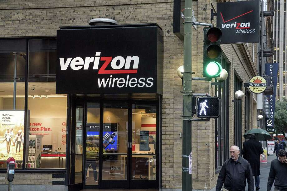Verizon is reportedly exploring a combination with Charter, the nation's second-largest cable company. A deal between the two could create a massive company controlling access to home broadband, cable TV and mobile voice and data services. Photo: David Paul Morris /Bloomberg News / © 2017 Bloomberg Finance LP