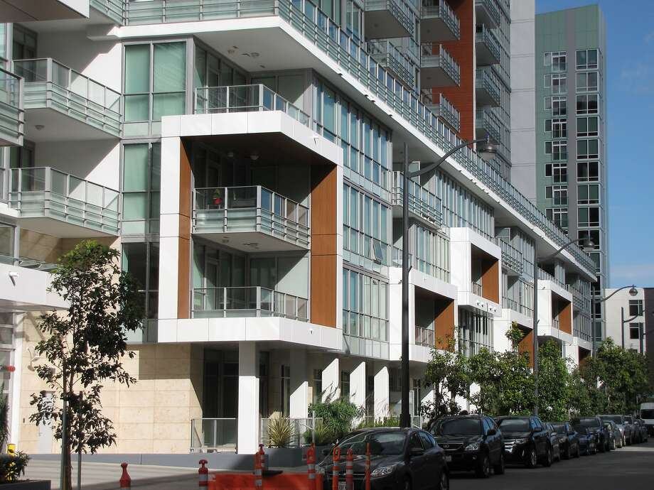 The Arden, one of Mission Bay's newer condominium towers, makes a virtue of the neighborhood's horizontal emphasis zoning rather than trying to hide that it doesn't exist. Photo: John King, The Chronicle