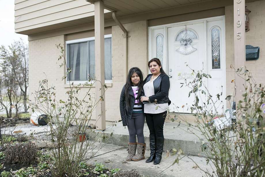 Justina Osorio, who was one of the final participants in an Obama administration program to modify mortgage payments, stands with daughter Vivianna at their home in Columbus, Ohio. Photo: NATHAN C. WARD, NYT