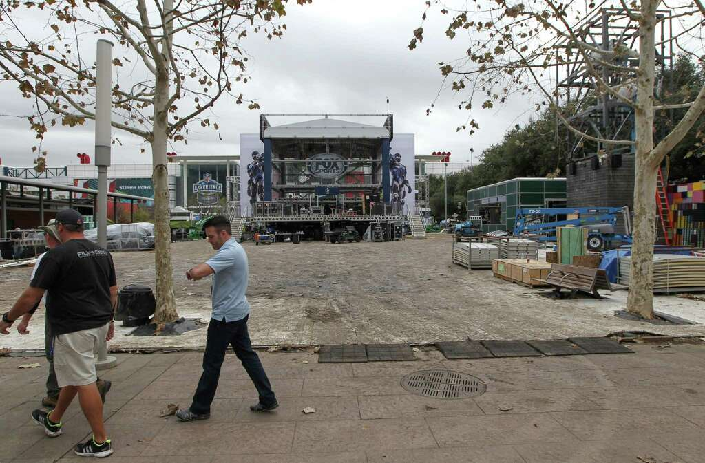 Suburbs seek spotlight as houstons super bowl nears houston super bowl live in discovery green will be a destination point photographed wednesday jan sciox Image collections