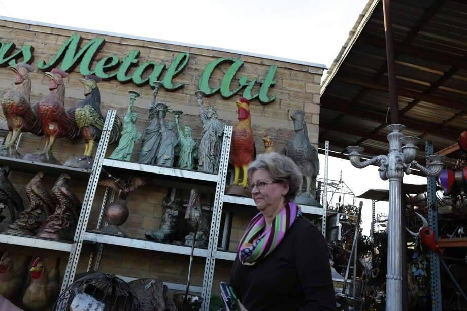 Sharon Oatman, who owns her own design company in San Antonio, leaves Cuevas Imports in Laredo, where she made a large purchase for a boutique. Photo: Bob Owen / San Antonio Express-News / San Antonio Express-News