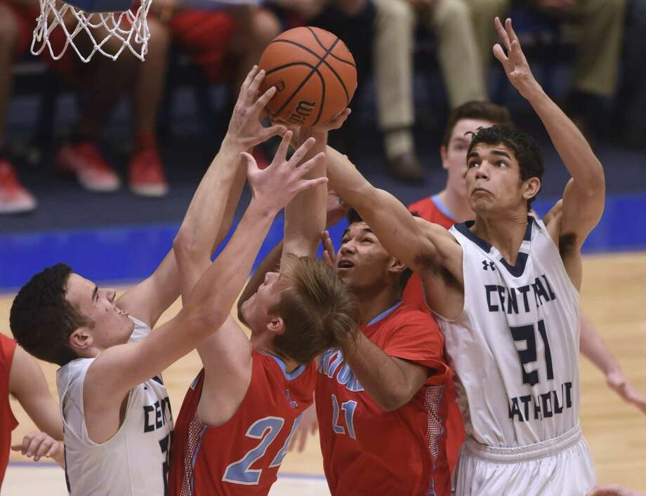 Alex Conrad, a Central Catholic senior forward, posted doubles-doubles in both wins for the Buttons and was named E-N Player of the Week for his efforts. Photo: Billy Calzada /San Antonio Express-News / San Antonio Express-News