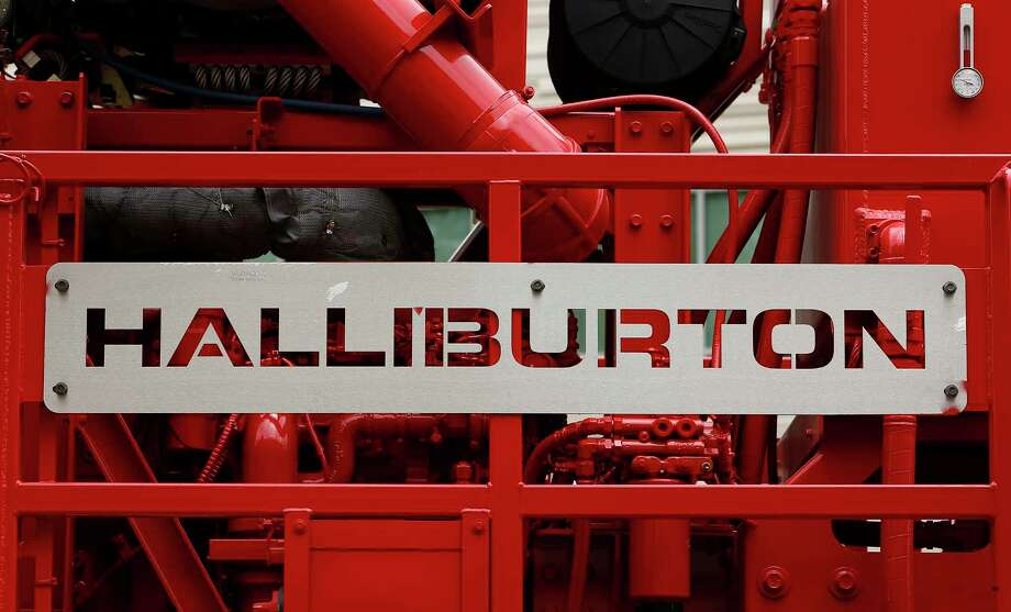 Halliburton logo on a pressure pump. Photo: Aaron M. Sprecher / Â 2013 Bloomberg Finance LP