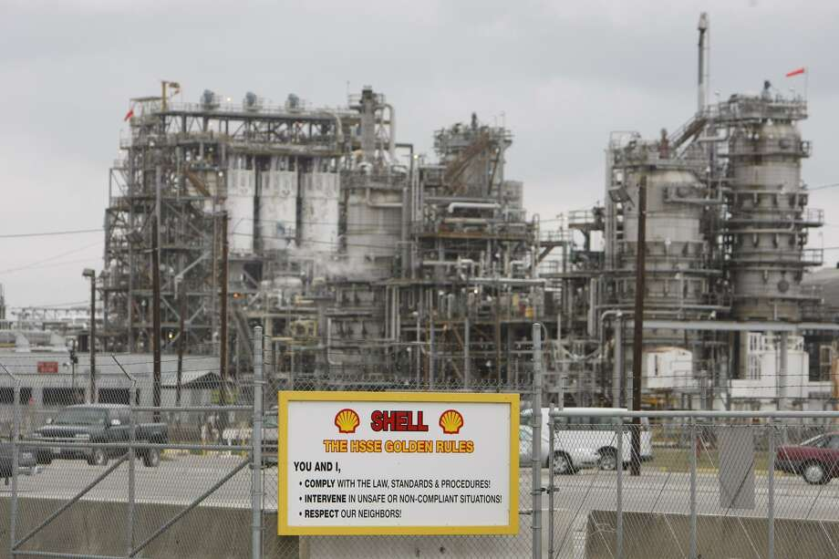 The biggest U.S. importer of Mexican crude is a joint venture owned by Royal Dutch Shell and Pemex. The venture's refinery in the Houston suburb of Deer Park imported almost 52 million barrels of Mexican oil during the first 10 months of 2016, according to government data. Photo: Houston Chronicle /File Photo / © 2007 Houston Chronicle