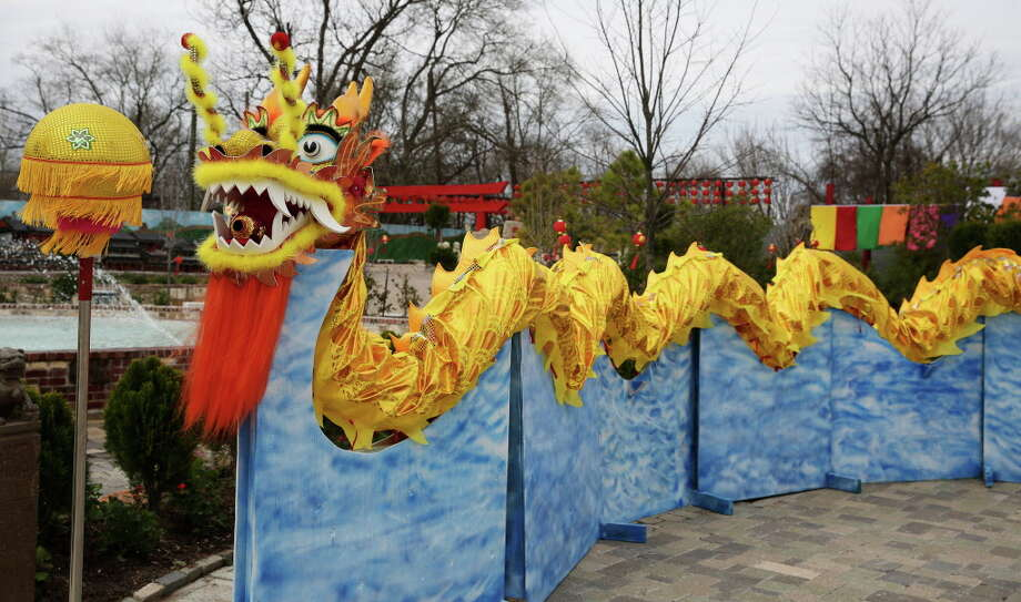 Lucky Land has a dragon dance performance every Saturday. Photo: Yi-Chin Lee, Houston Chronicle / © 2017  Houston Chronicle