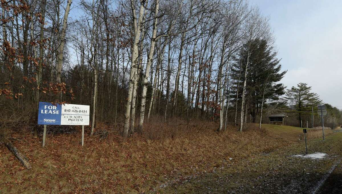 Vacant lot purchased by Saratoga Springs on the north side of Union Avenue east of the Exit 14 I-87 interchange is pictured on Wednesday Dec. 31, 2014, in Saratoga Springs, N.Y. Attorney General Eric Schneiderman's Public Integrity Unit launched an investigation into the city?'s sale of its 42-spot Collamer parking lot and related purchase of a 14.5-acre property on Union Avenue, pictured. (Skip Dickstein/Times Union)