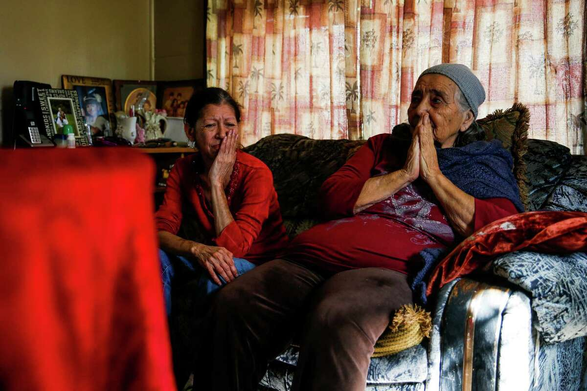 Nina Newell, left, a home health worker, cares for her mother, Maria Mata, right, at her mother's home Friday, Dec. 16, 2016 in Brownsville. Along Texas' southern border, home health care accounts for more than one in ten total jobs, making the Rio Grande Valley the nationÂ?'s capital of home health care. ( Michael Ciaglo / Houston Chronicle )
