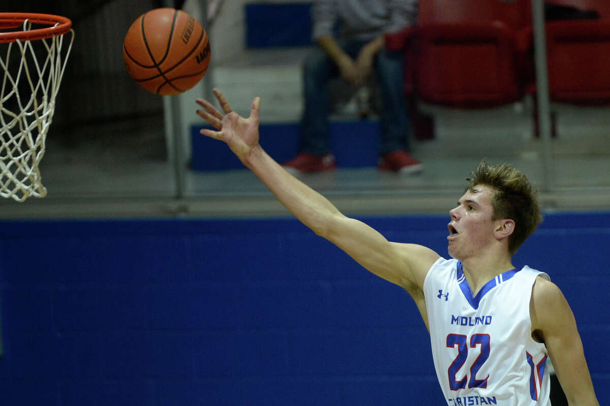 Midland Christian's Colton Snively (22) reaches for two points against Fort Worth Christian on Friday, Jan. 27, 2017, at McGraw Events Center. James Durbin/Reporter-Telegram