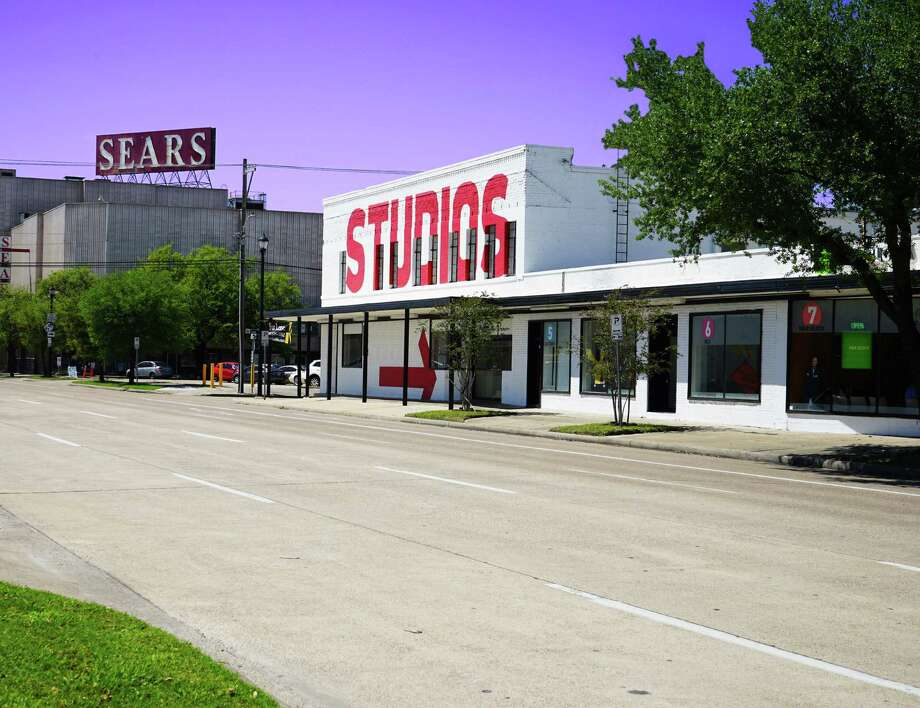 Edge Capital Markets brokered the sale of Art Square Center, a mixed-use project at  4118 Fannin. Kline Ventures bought the building, which has a mix of retail, studio and residential spaces. Photo: Edge Capital Markets