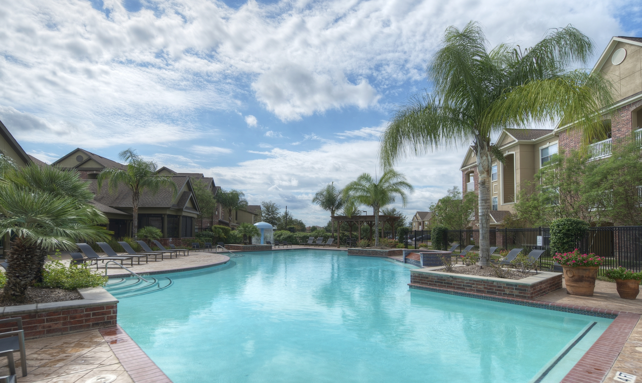 Starwood Capital buys apartments in Texas, Florida