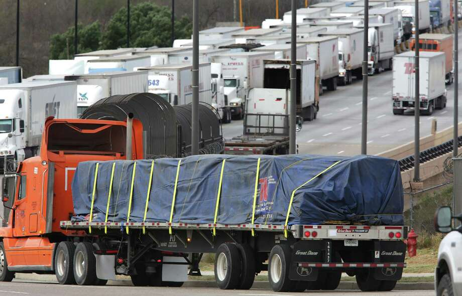 A long line of trucks wait to enter the U.S. in late morning on the World Trade Bridge in Laredo, TX, on Friday, Jan. 27, 2017. In the evening, the heavy traffic is going back to Mexico. Photo: Bob Owen, Staff / San Antonio Express-News / ©2017 San Antonio Express-News