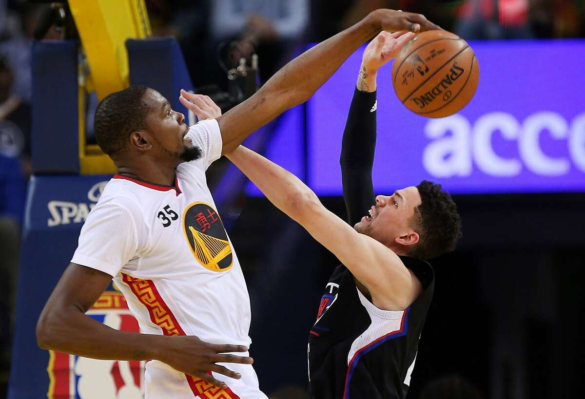 Golden State Warriors forward Kevin Durant (35) blocks LA Clippers guard Austin Rivers (25) first quarter of an NBA basketball game between the Golden State Warriors and the Los Angeles Clippers at Oracle Arena on Saturday, Jan. 28, 2017 in Oakland, Calif.