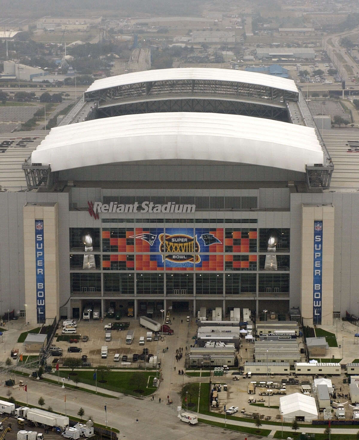 2004: Then-Reliant Stadium hosted Super Bowl XXXVIII.