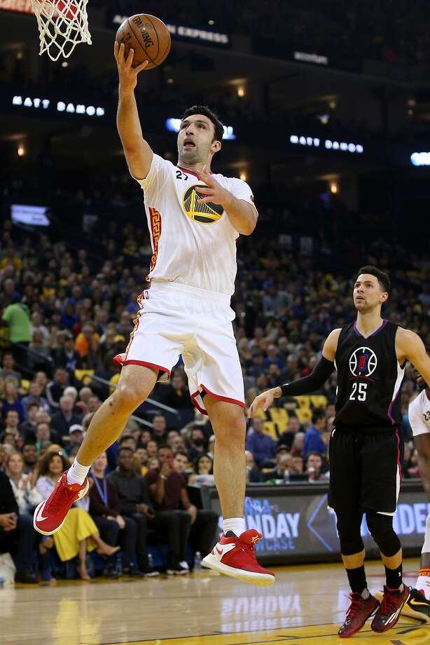 Golden State Warriors center Zaza Pachulia (27) shoots during the first half of an NBA basketball game between the Golden State Warriors and the Los Angeles Clippers at Oracle Arena on Saturday, Jan. 28, 2017 in Oakland, Calif. Warriors lead 72-51 at half time. Photo: Santiago Mejia, The Chronicle