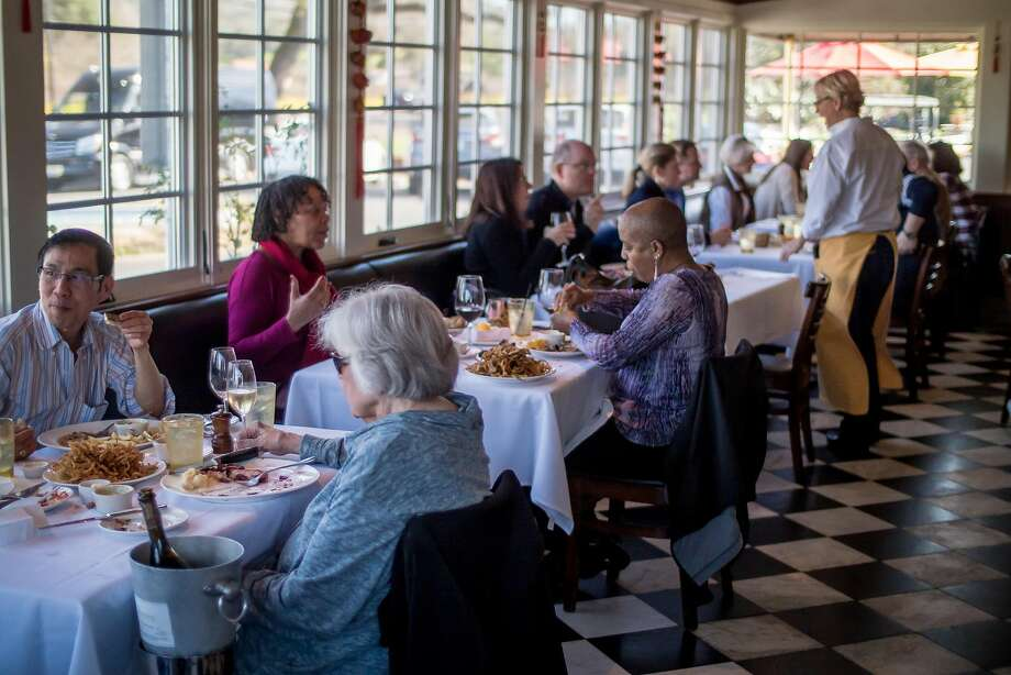 People have lunch at Mustards Grill in Napa. Photo: John Storey, Special To The Chronicle