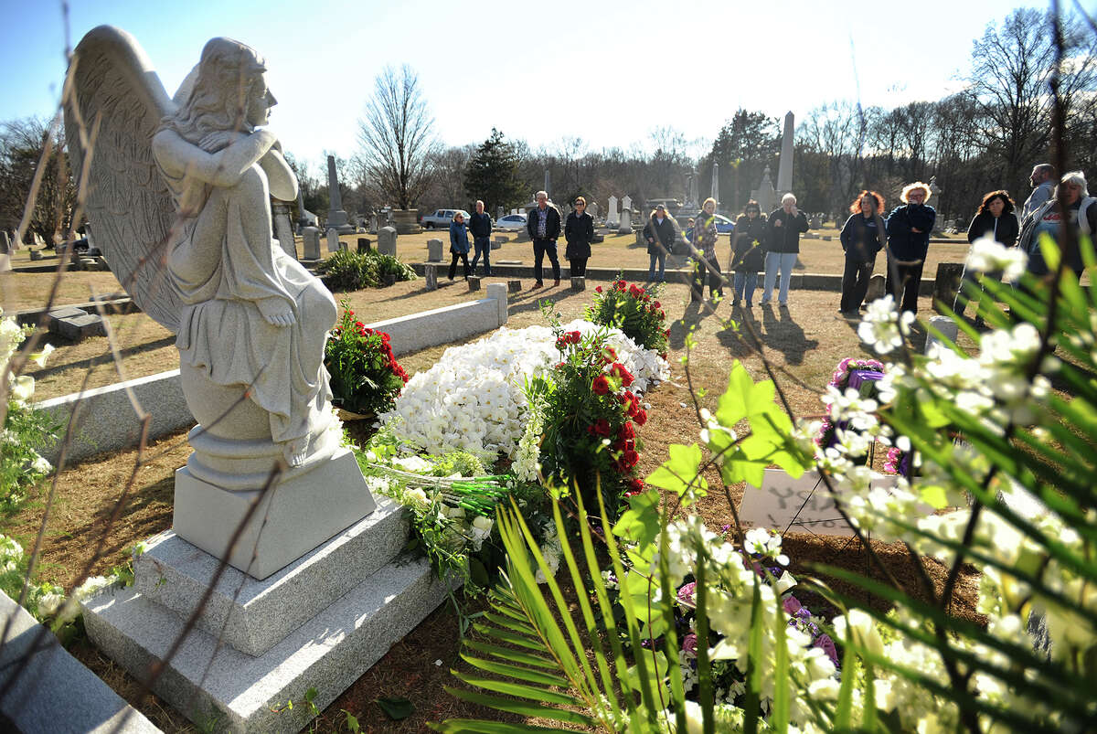 Visitors view the gravesite of actress Mary Tyler Moore following her private funeral at Oak Lawn Cemetary on Bronson Road in Fairfield, Conn. on Sunday, January 29, 2017.