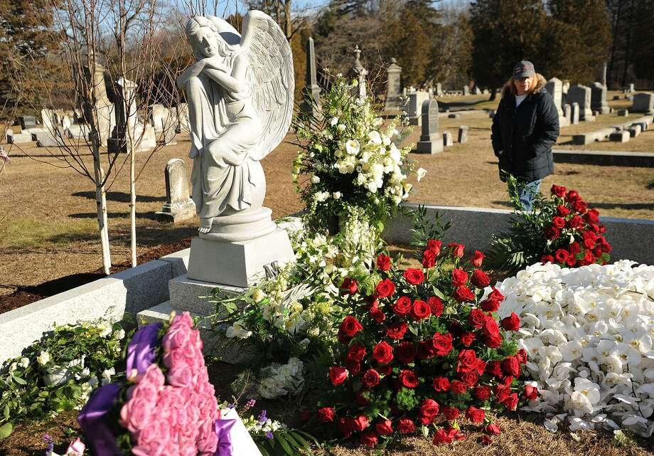Visitors view the gravesite of actress Mary Tyler Moore following her private funeral at Oak Lawn Cemetary on Bronson Road in Fairfield, Conn. on Sunday, January 29, 2017. Photo: Brian A. Pounds / Hearst Connecticut Media / Connecticut Post