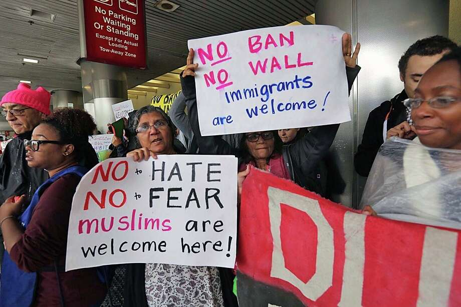 Protesters rally against President Trump's refugee ban at Miami International Airport on Sunday. Photo: C.M. Guerrero, MBO / El Nuevo Herald