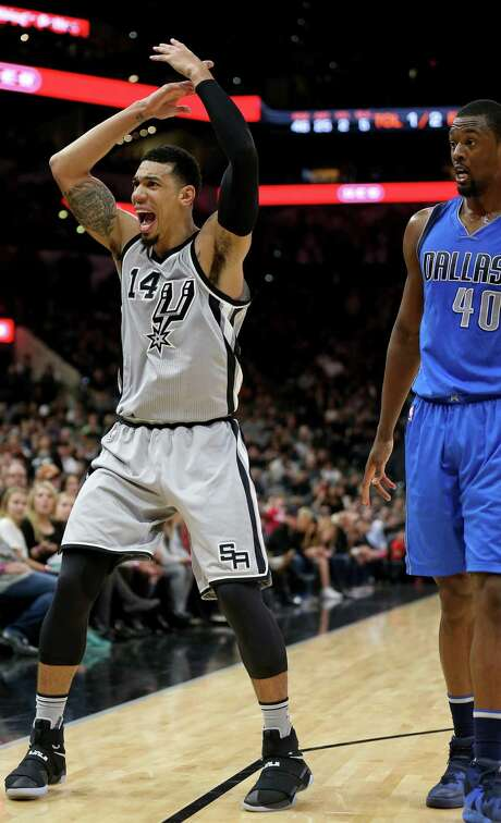 Spurs' Danny Green looks for a call against the Dallas Mavericks' Harrison Barnes during second half action on Jan. 29, 2017 at the AT&T Center. Photo: Edward A. Ornelas /San Antonio Express-News / © 2017 San Antonio Express-News