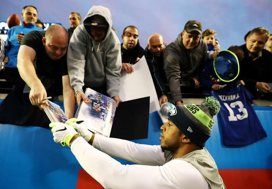 Bobby Wagner of the NFC signs autographs prior to the NFL Pro Bowl at the Orlando Citrus Bowl on January 29, 2017 in Orlando, Florida.  (Photo by Sam Greenwood/Getty Images) Photo: Sam Greenwood/Getty Images
