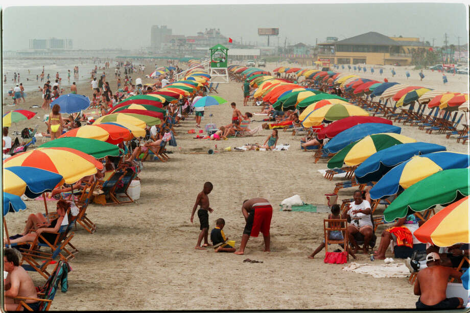 Crowds at Stewart Beach in Galveston HOUCHRON CAPTION (05/24/1998): Smoky haze from fires in Mexico did'nt deter people from flocking to Galveston's Stewart Beach for Memorial Day weekend. Photo: John Everett/Houston Chronicle