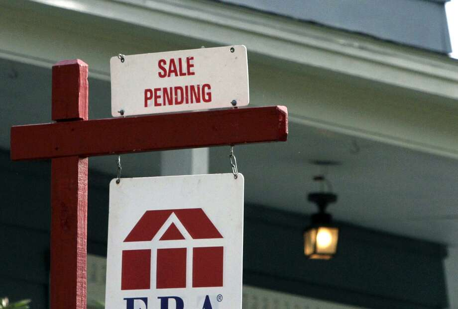 The National Association of Realtors said its seasonally adjusted pending home sales index rose 1.6 percent in December to 107.3, a slight rebound after declining in November. Photo: Associated Press /File Photo / Copyright 2016 The Associated Press. All rights reserved.