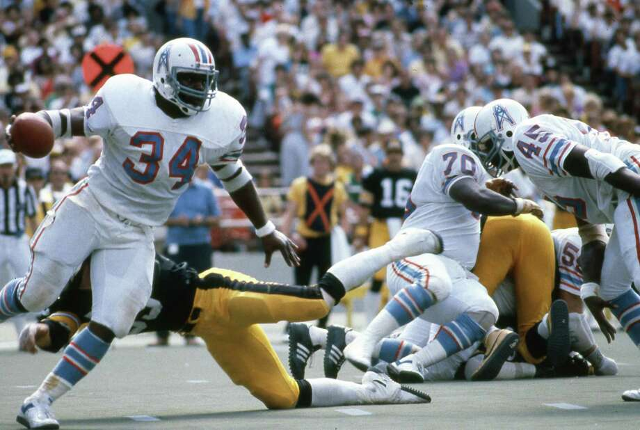 Houston Oilers' Earl Campbell (34) finds running room against the Pittsburgh Steelers at Three Rivers Stadium on Sept. 7, 1980. Photo: Jim McNay /Houston Chronicle / Houston Chronicle
