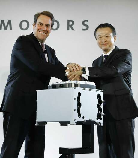 Mark Reuss (left), General Motors executive vice president of global product development, and Toshiaki Mikoshiba, chief operating officer of the North American Region for Honda Motor Co., shake hands at a news conference announcing a joint venture to produce hydrogen fuel cell systems for both companies' vehicles. Photo: Paul Sancya /Associated Press / Copyright 2017 The Associated Press. All rights reserved.