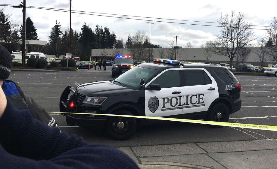 An officer-involved shooting Monday morning in Lynnwood prompted police to close state Route 99 there. Photo: KOMO NEWS